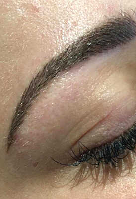 Eyebrows with semi-permanent makeup